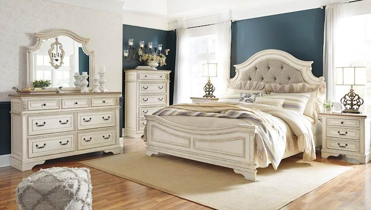 Realyn Chipped White Bedroom Set - SpeedyFurniture.com