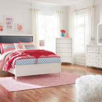 Faelene Chipped White Bedroom Set