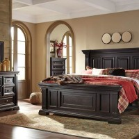 Willenburg Dark Brown Bedroom Set