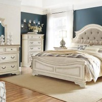 Realyn Chipped White Bedroom Set